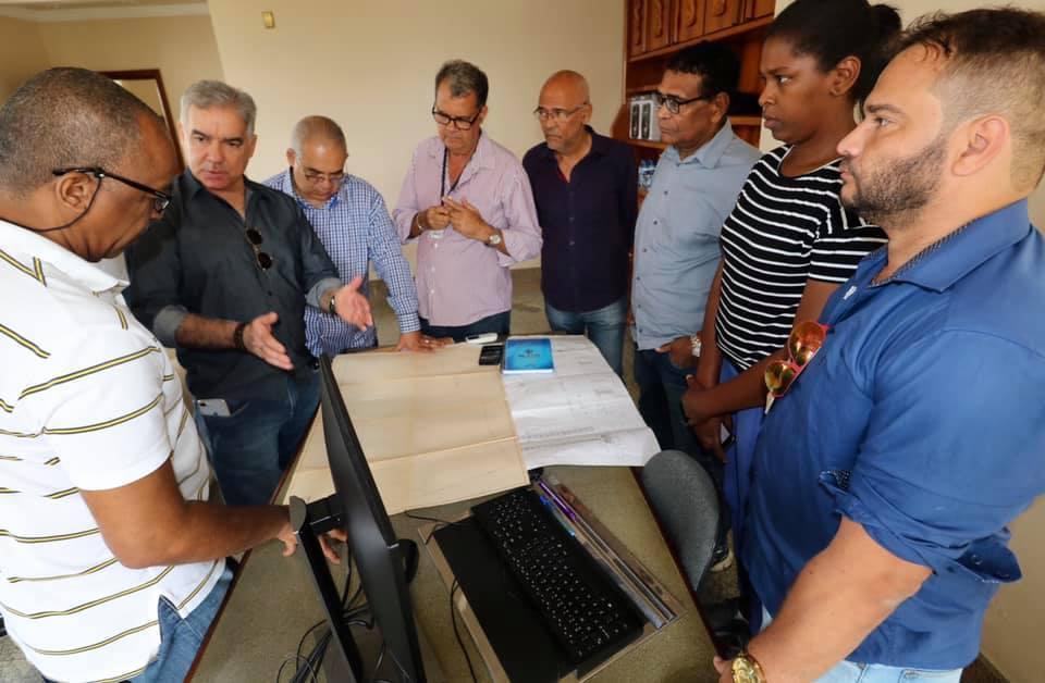 Zé Neto visita Lagoa Grande e Rua Miracatu, em Feira, e Rádio cultura com equipe da Conder, da Embasa e da Rádio, e discutem soluções para o escoamento da água da chuva nas