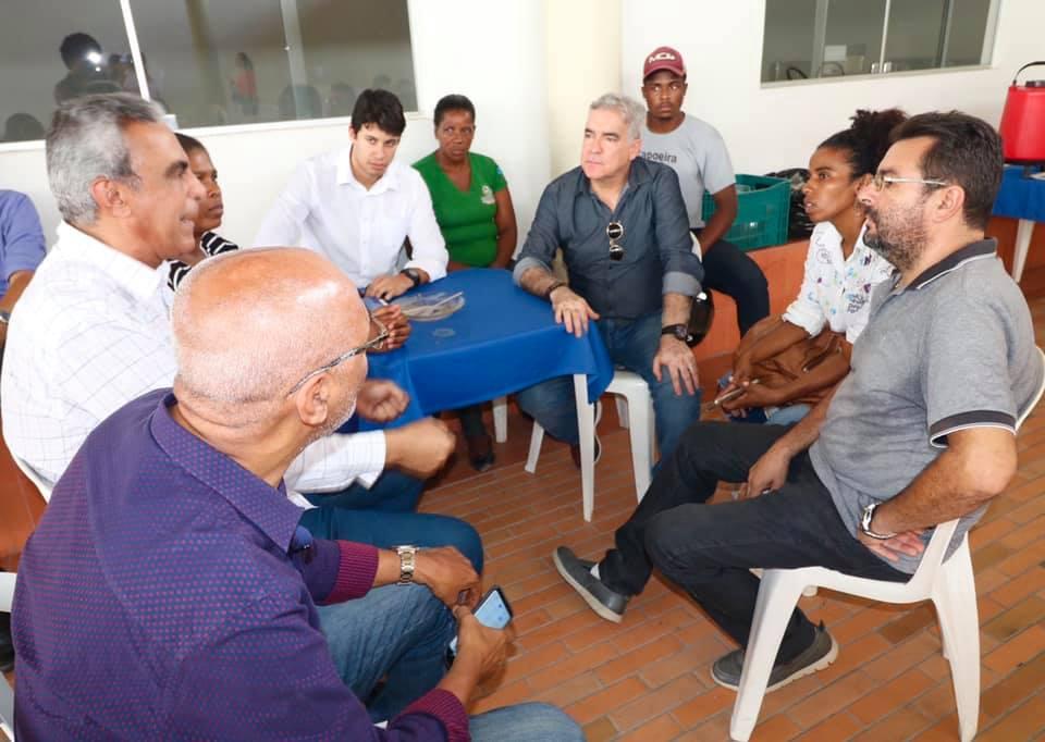 Zé Neto participa de reunião junto com a com a presidente da Cooperativa dos Badameiros de Feira de Santana (Coobafs), em Feira