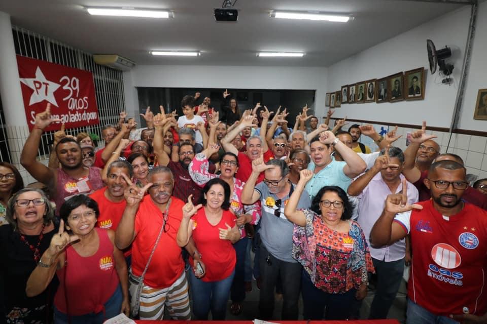 Por unanimidade, PT lança pré-candidatura de Zé Neto a prefeito de Feira