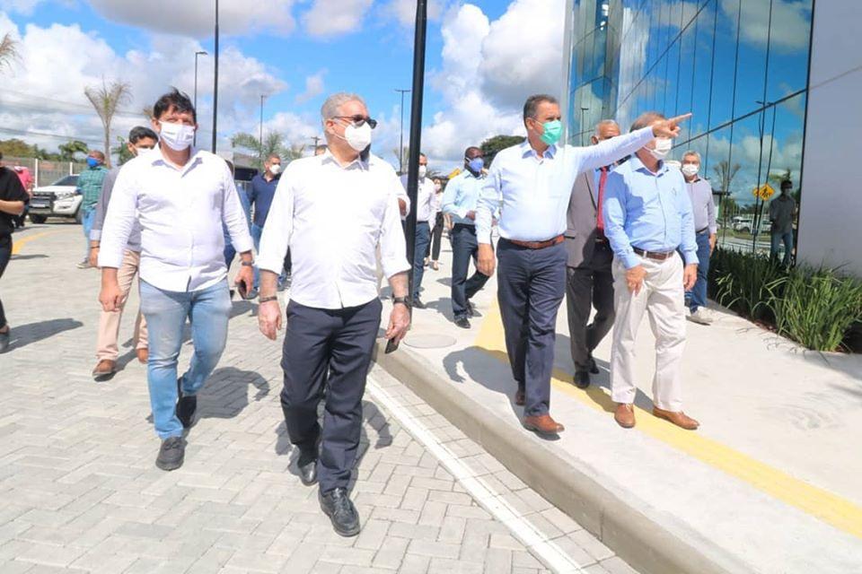 Zé Neto acompanha a entrega do novo Hospital Clériston Andrade 2