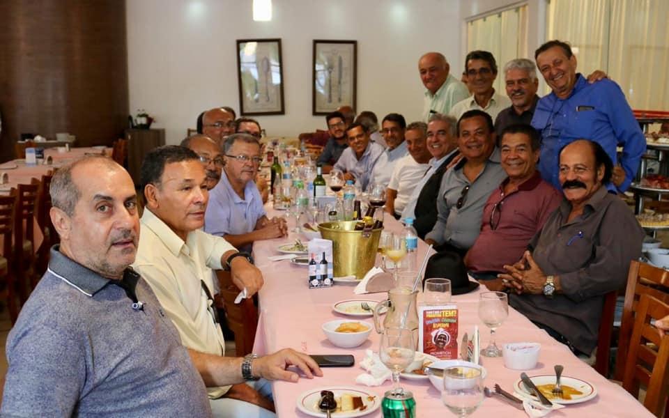 Zé Neto se reúne, em Feira, com Teobaldo Costa e seus ex-colegas da Residência Universitária de Feira de Santana